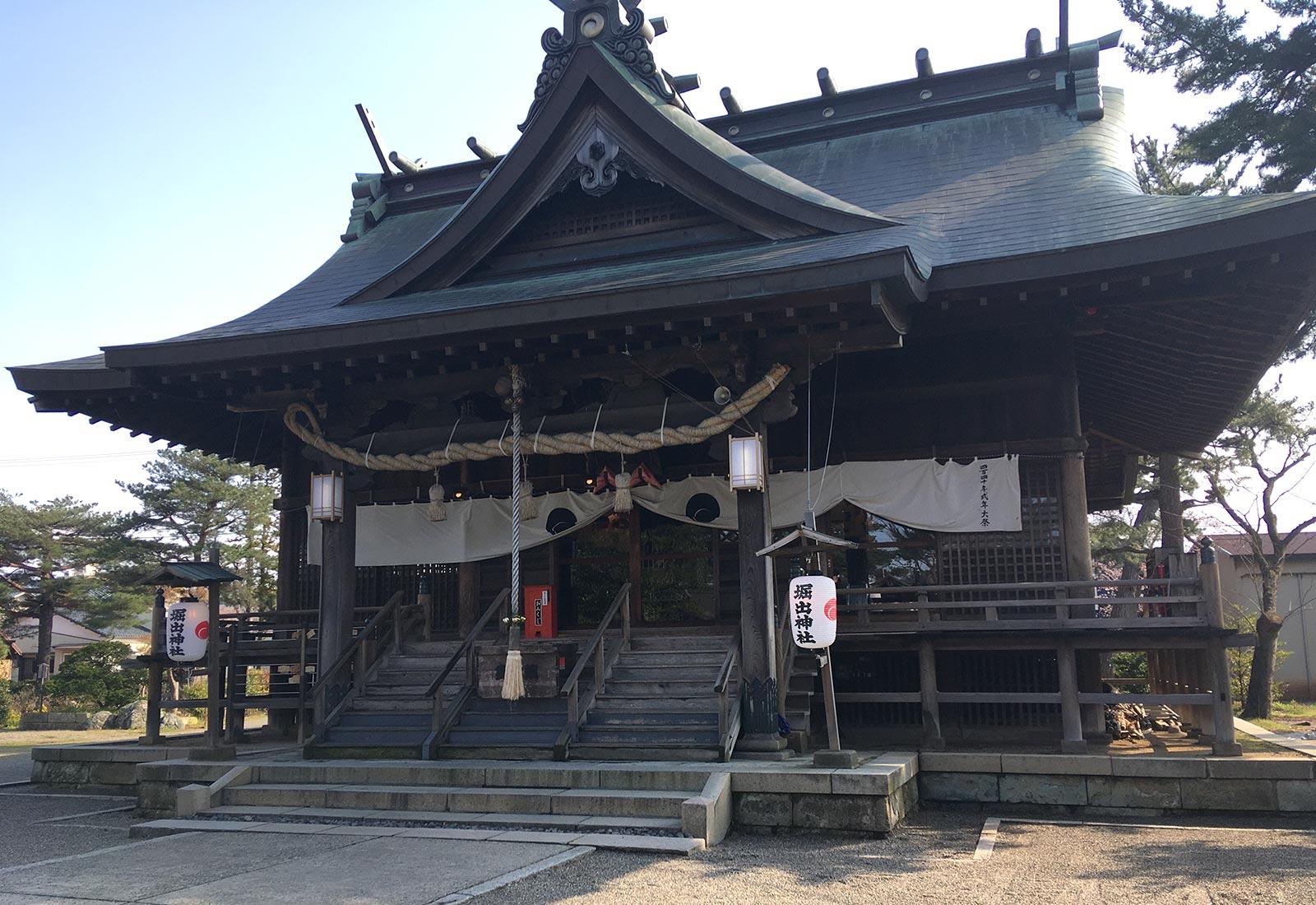 新津総鎮護 堀出神社